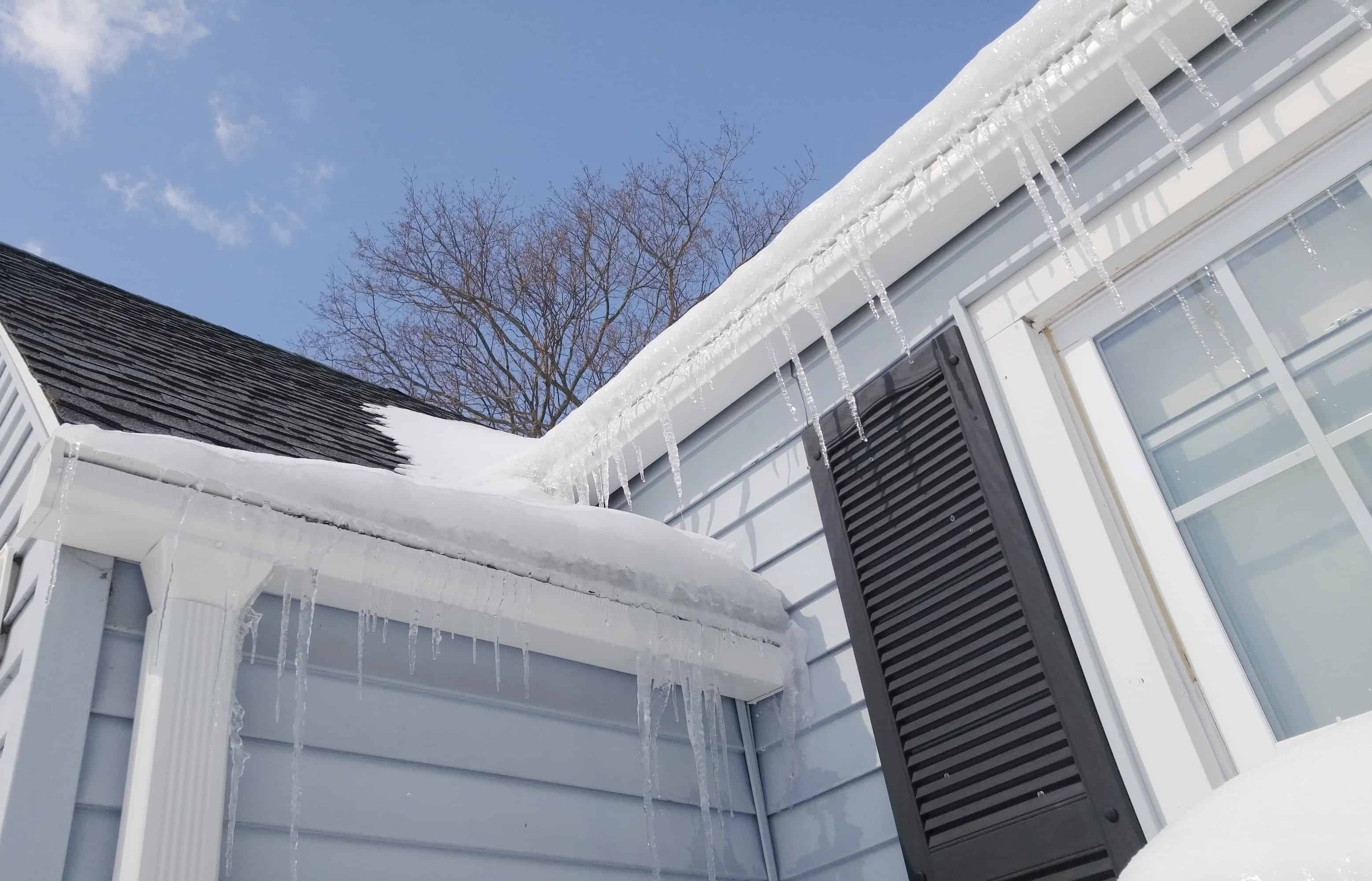 Common Winter Roofing Issues in Tennessee